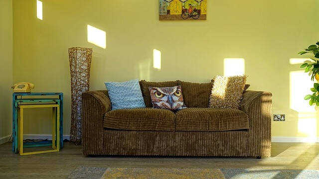 sofa z poduszką