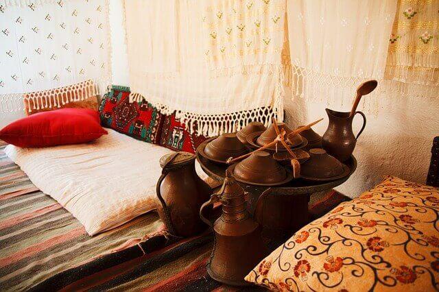 Sypialnia urzadzona w stylu orientalnym