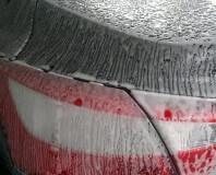 Samochód w trakcie mycia