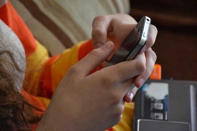 Aby zrobić screena w telefonie przytrzymaj kombinację przycisków