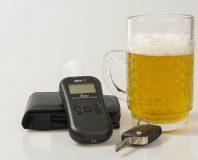 Alkomat i szklanka piwa