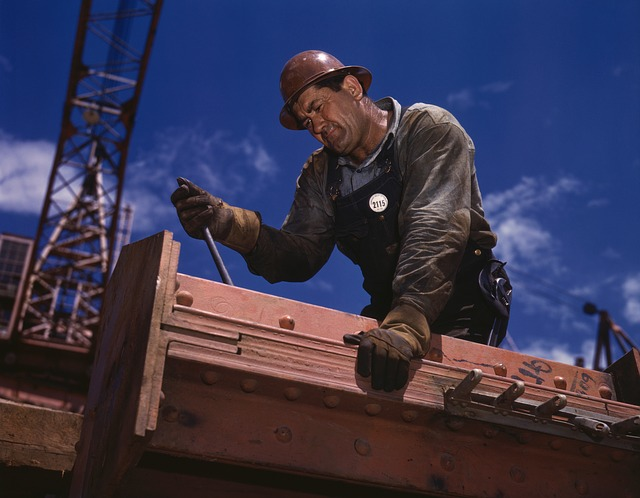 Budowlaniec w pracy