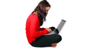 dziewczyna z komputerem