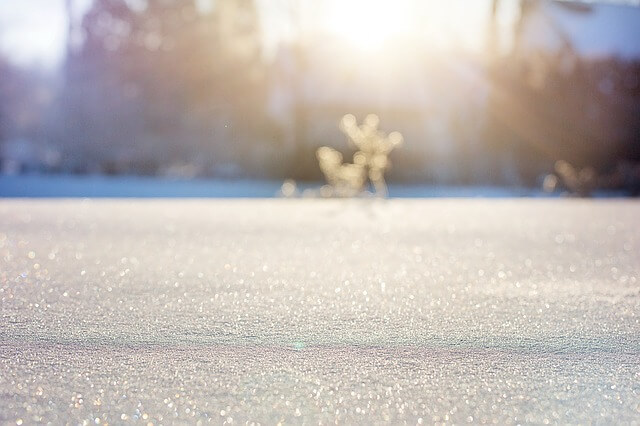 Wytrzep dywan na śniegu