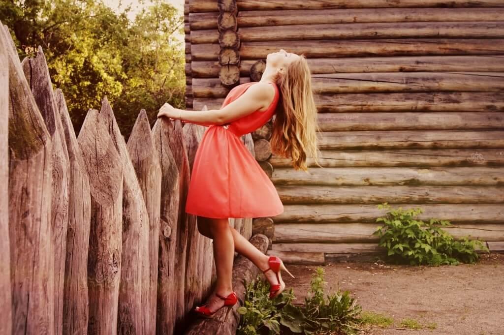 pod kolor sukienki