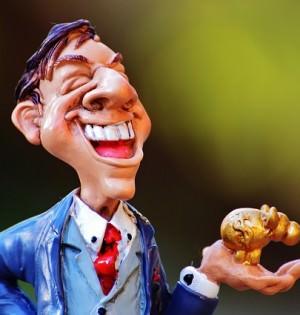 figurka radosnego biznesmena ze skarbonką