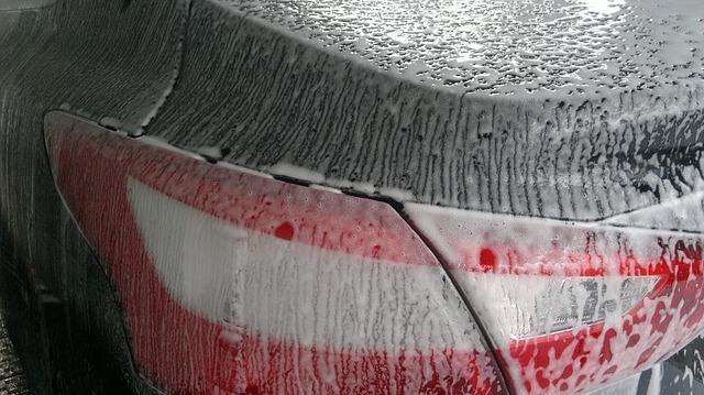Samochód podczas mycia