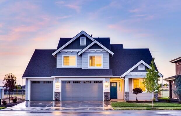 Ładny nowoczesny dom