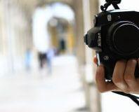 Aparat fotograficzny w ręce