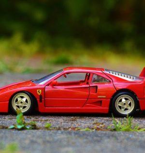 zabawkowy samochodzik
