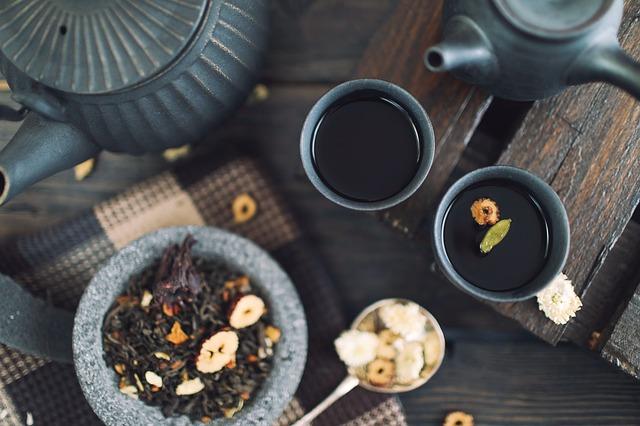 Parzenie herbaty owocowej