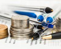 Pieniądze i długopisy, obliczenia