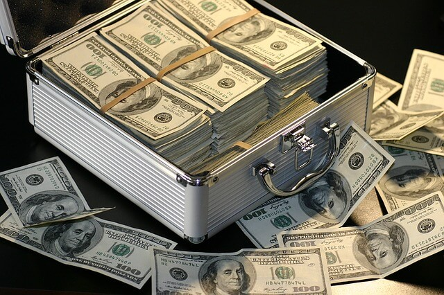 Znalezione obrazy dla zapytania kuferek z pieniedzmi