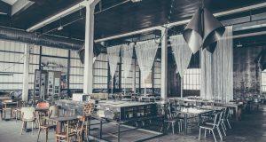 Widok na wnętrze restauracji