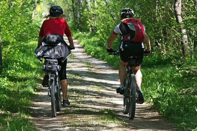 Kolarze podczas wyprawy rowerowej