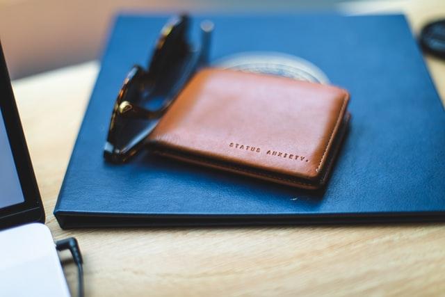 Leżący portfel