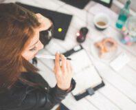 Dziewczyna z długopisem